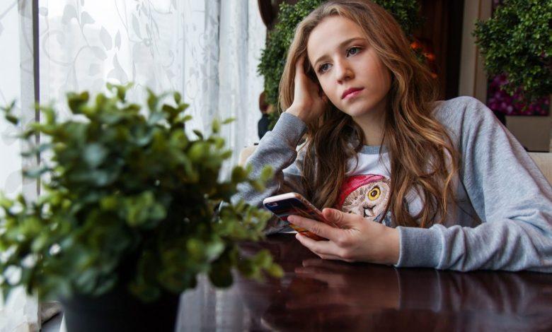 pomoč mladim, depresija med mladimi, stres, stres med mladimi, stres in študij, pogovor, psihološko zdravje, mentalno zdravje, kam se lahko obrnem za pogovor, tom telefon, telefonske za pomoč v stiski, forum, forumi, forumi za pomoč, spletno svetovanje, svetovalnice, brezplačno svetovanje, svetovanje študentom, študenti v stiski, samarijan in sopotnik, klic v stiski, klic v duševni stiski, šoum, svetovalnica cpm, pogovori se s študentom psihologije, varne točke, unicef, pomoč preko telefona, iskanje pomoči, iskanje psihološke pomoči