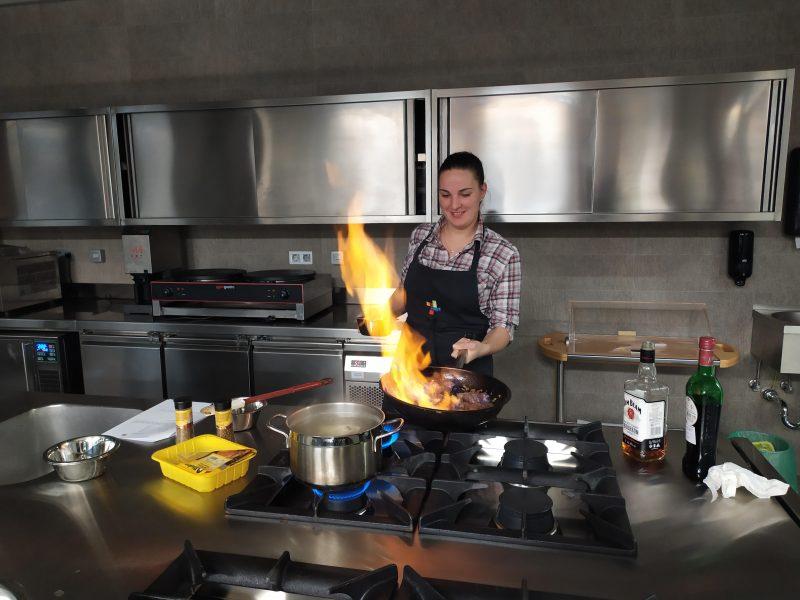 ŠSSŠD UM, VŠGT Maribor, Študentski svet stanovalcev Študentskih domov UM, kuharska delavnica, kuhanje,