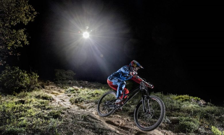 mtb, Alan Milway, Atherton Racing, kolesarske akcije, kolo, gorsko kolesarstvo, nasveti, Noč, Nočni gozd, Občutek hitrost,