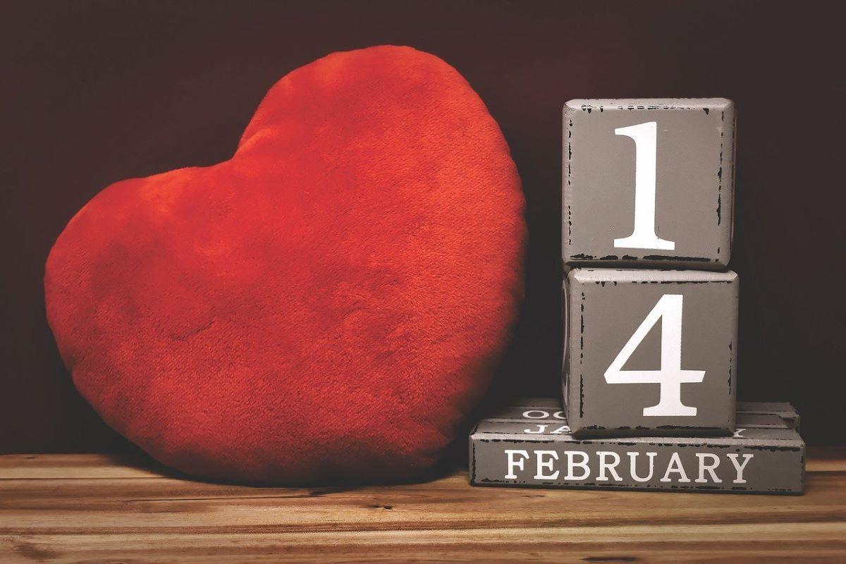 valentinov dan, temna zgodovina valentinovega, krvava zgodovina valentinovega, temna zgodovina, krvava zgodovina, sv valentin, usmrtitev sv. valentina, usmrtitev, kdo je bil sveti valentin, sveti valentin, 14 februar, 14. februar, zgodovina valentinovega, zgodovina valentinovega dne, praznik sv. valentina, romanca, romantika, romantičen dan, ljubezen, rože, vrtnice, voščilnice, valentin, klavdij, luperkalije, stari rim, plodnost, stari rimljani, umori, pokoli, masakri, amerika, zda