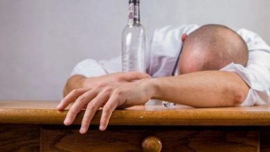 Photo of Alkohol te lahko potegne še globlje
