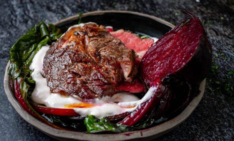 Mala kuhna, steak, rdeča pesa