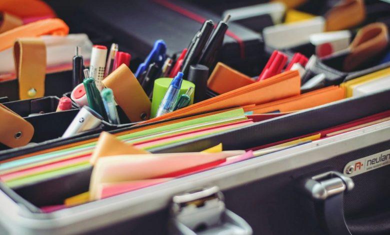 seznam potrebščin, študij, šolske potrebščine, zvezki, maska, seznam, kaj potrebujem za faks, kako se pripraviti na faks, potrebščine za faks
