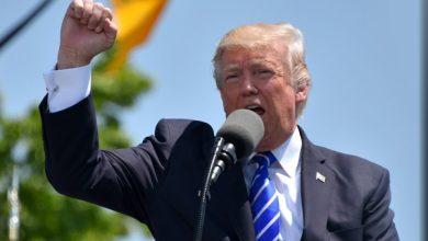 Photo of Trump se je iz bolnišnice vrnil v Belo hišo, brez maske