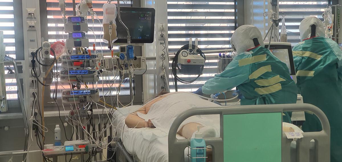 delo, študentka, oddelek, organizacija, študenti delajo s COVID pacienti, zaščitna oprema, koronavirus, COVID-19, delo z okuženimi bolniki, UKC Maribor, COVID-19