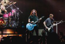 Photo of Dave Grohl čudežno bobnarko Nandi Bushell povabil na oder s Foo Fighters