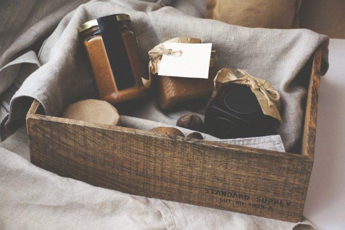užitna darila, hrana, liker, olje, kaj podariti, božični prazniki, prazniki, božič, novo leto, koktelj, granola