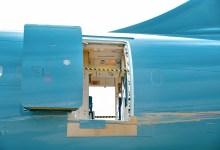 Photo of Tik pred vzletom odprla zasilni izhod in skočila z letala