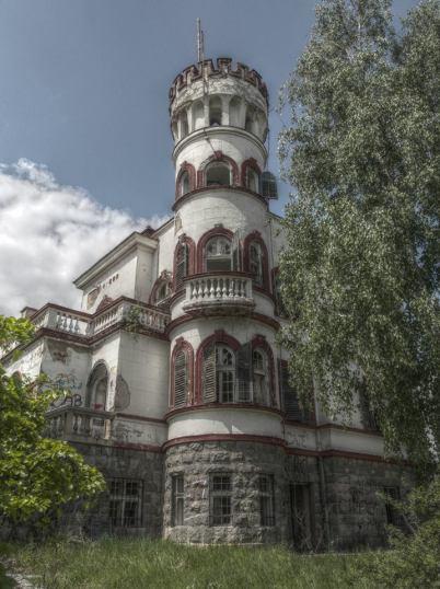 nikola-cvetković-niš-foto-zgrada-crkva-detalj-zastave-krst-kuća-ćele-kula-modern-art-prozor-dvorište-ćošak-salvadora-dalija-okruglo