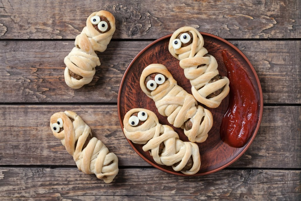 These meatball mummies only really require 3 ingredients and are sure to be a hit!