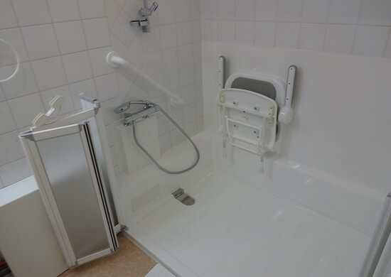 exemple douche accessible pmr et handicap