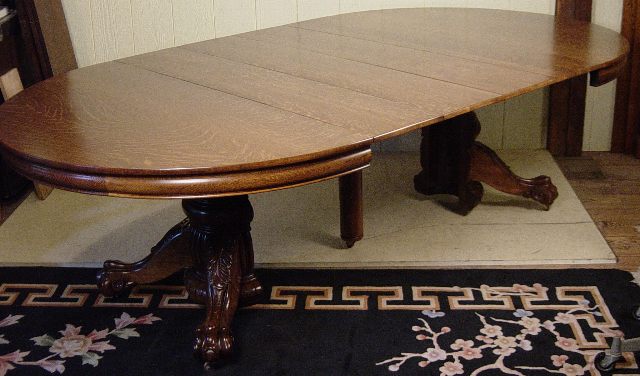 Round Table Dining Table