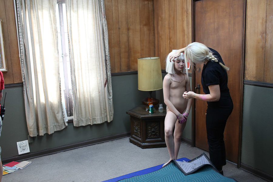 Sia_Chandelier_Maddie_Ziegler_Behind_the_Scenes_6843