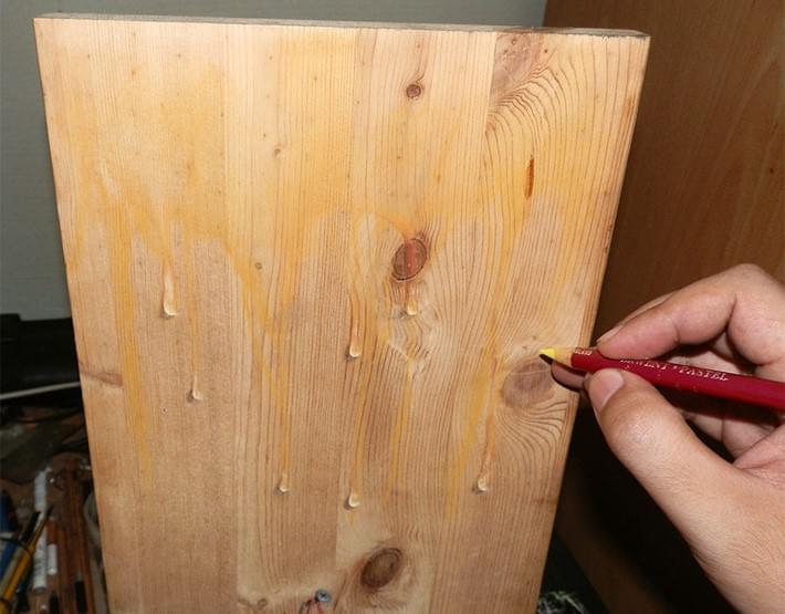 Hyper_Realistic_Drawings_on_Wooden_Boards_by_Ivan_Hoo