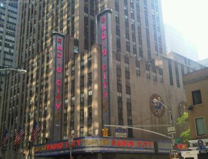 Radio_City_Music_Hall_Rockettes_Blogher12_Downshiftingpos