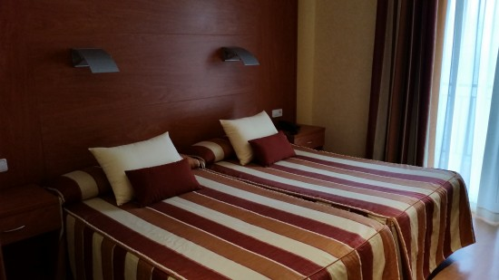 Twin Beds - Hotel Horitzo - Blanes, Spain #Costa Brava #TBEX @DownshiftingPRO