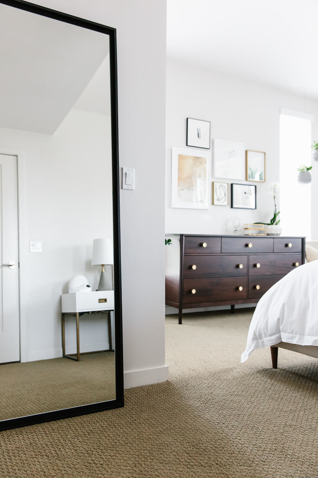 My Modern and Minimalist Bedroom Design with Havenly ... on Minimalist Bedroom Ideas  id=36561