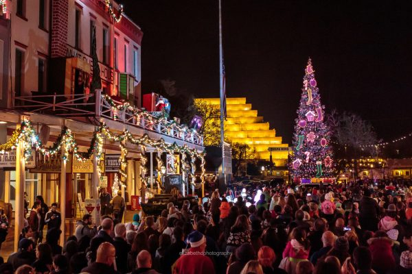 theatre of lights is a free holiday program presented by the old sacramento waterfront department of the downtown sacramento partnership in cooperation with