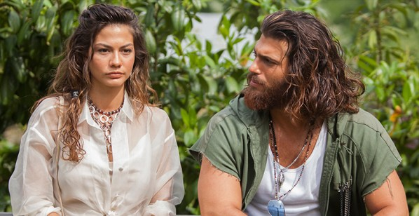 Demet Ozdemir and Can Yaman in Early Bird (Daydreamer).