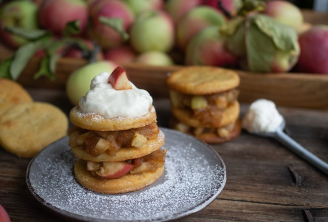 Potato Tarts with Spiced Stewed Apples (potet-terte)