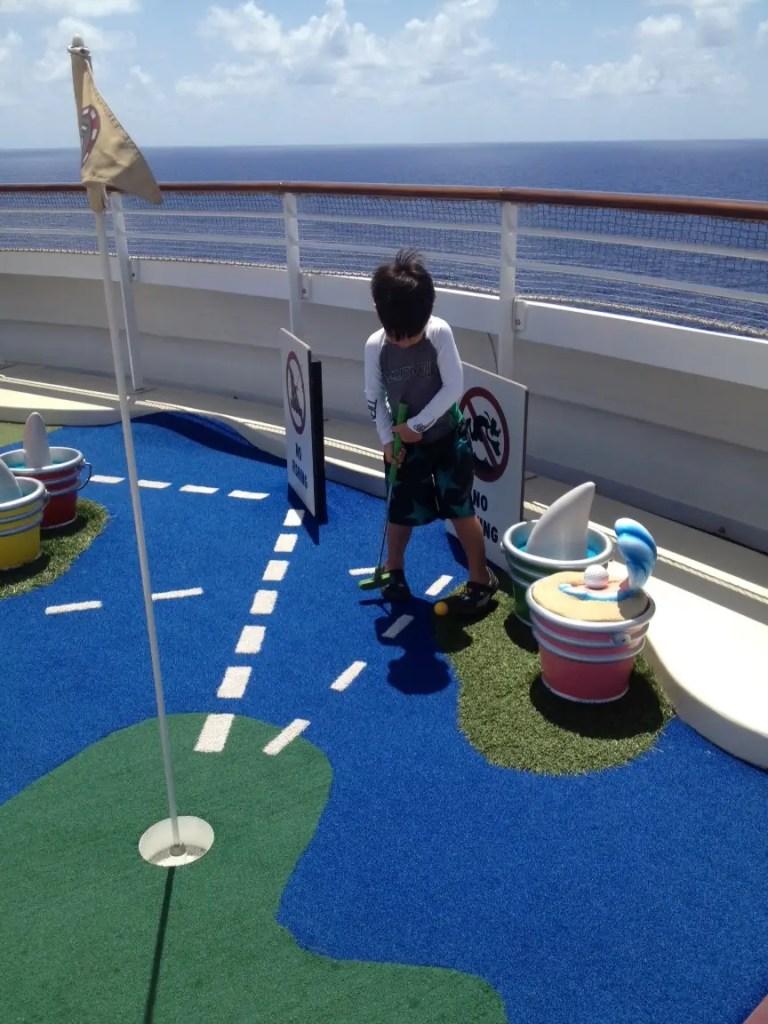 Mini golf Disney cruise