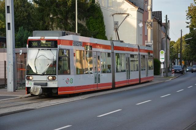 Haltestelle Schürbankstraße Straßenbahnlinien 308/318 und Buslinie 353