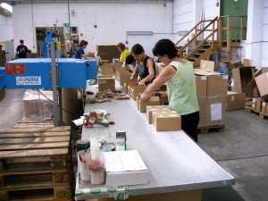 Wenn die Mitarbeiter an der Verpackungsstation sich der Wichtigkeit ihrer Aufgabe bewusst sind, ist schon viel gewonnen. Foto: Horstendahl