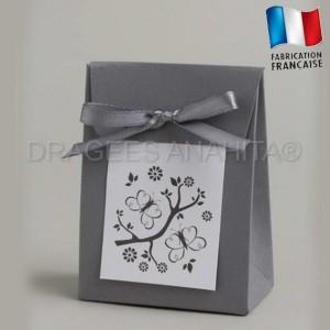 Emballage à dragées gris theme papillon