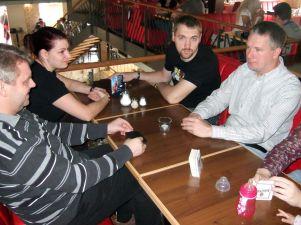 Peter, Arravara, Kane Portnoy und Faxe beim frühstück in der Remiese
