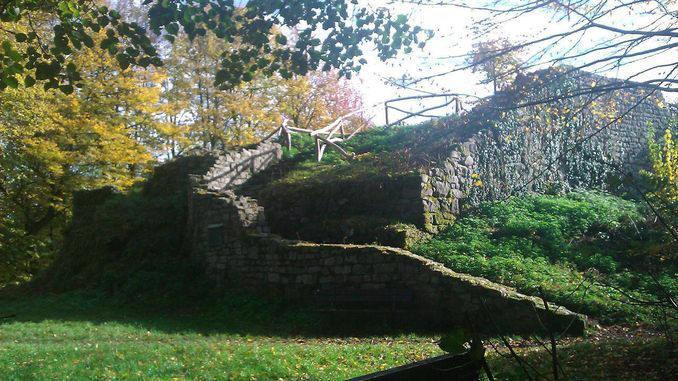 678px_rosenau_siebengebirge_ruina_medieval