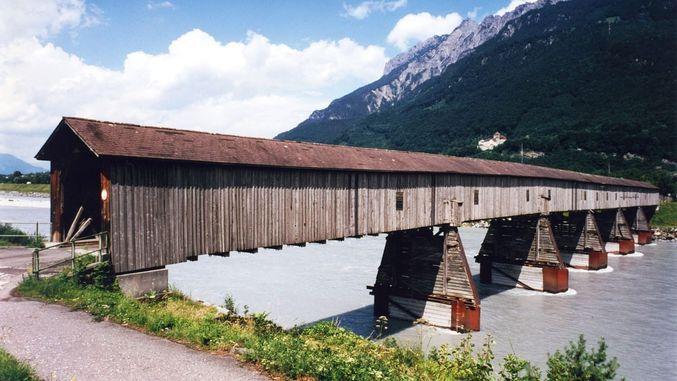 Rhin alpin à la frontière Suisse-Liechtenstein