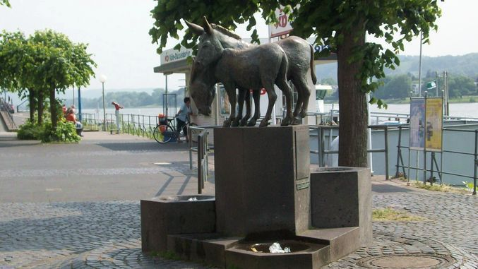 La fontaine des ânes, promenade du Rhin, Königswinter
