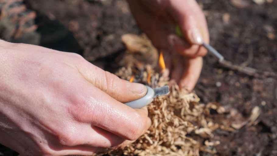 Vuur maken met magnesiumstick