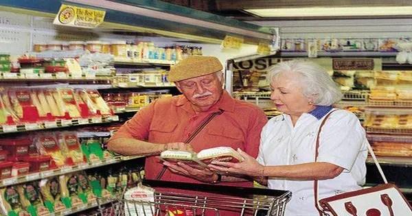 blog de imágenes de tiendas de comestibles pareja de ancianos