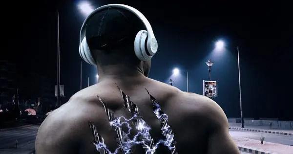 blog de imágenes del hombre muscular con la espalda y se puede ver el interior que se parece a una máquina