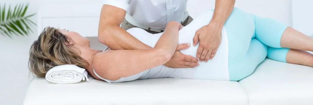 stock photo doctor dando masajes a su paciente en consultorio médico