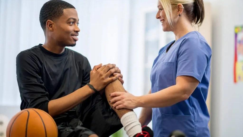 Psicología de la ayuda de atleta lesionada