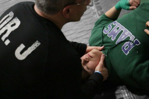 El Dr. Jiménez trabaja en neck_preview del luchador | El Quiropráctico El Paso, TX