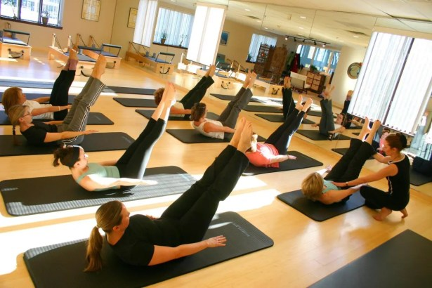 Image demonstrating a Pilates class with an Instructor | El Paso, TX Chiropractor