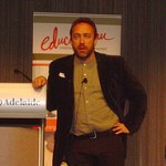 Wikipedia founder calls for support