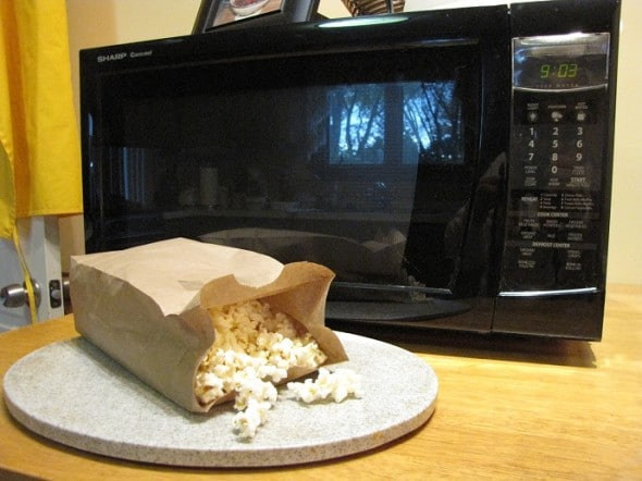 Healthy Popcorn Trick To Keep Your Hands Out of the Halloween Treats in 2016!
