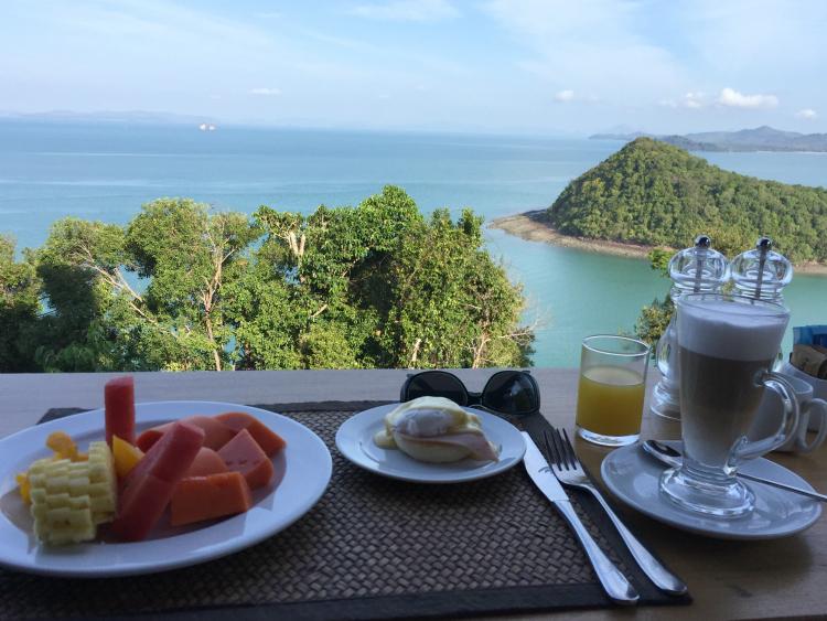 breakfast dining