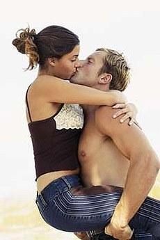 kissing02.jpg