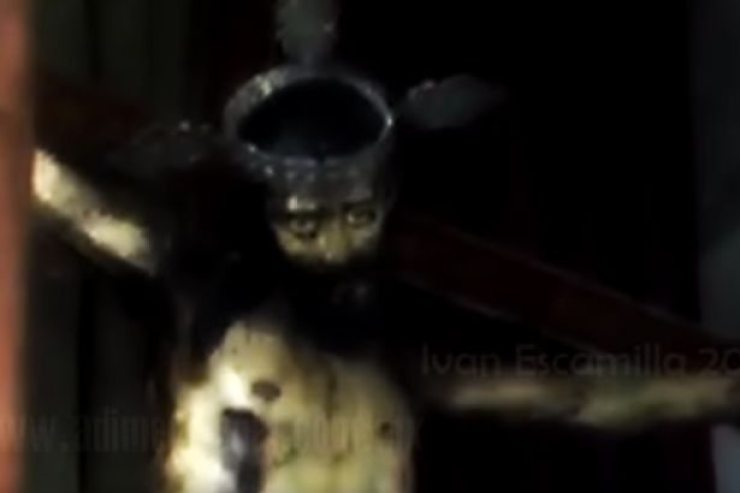 Jesus Statue opens eyes - Jesus Christ Opens His Eyes in The Gasp Menagerie