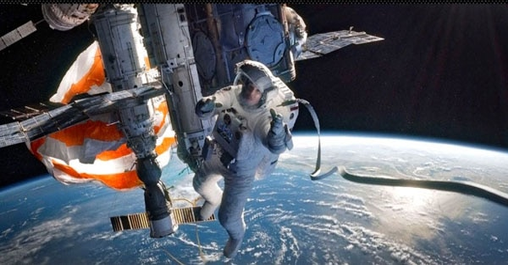 ew gravity 2 - Spacey New Stills From Gravity