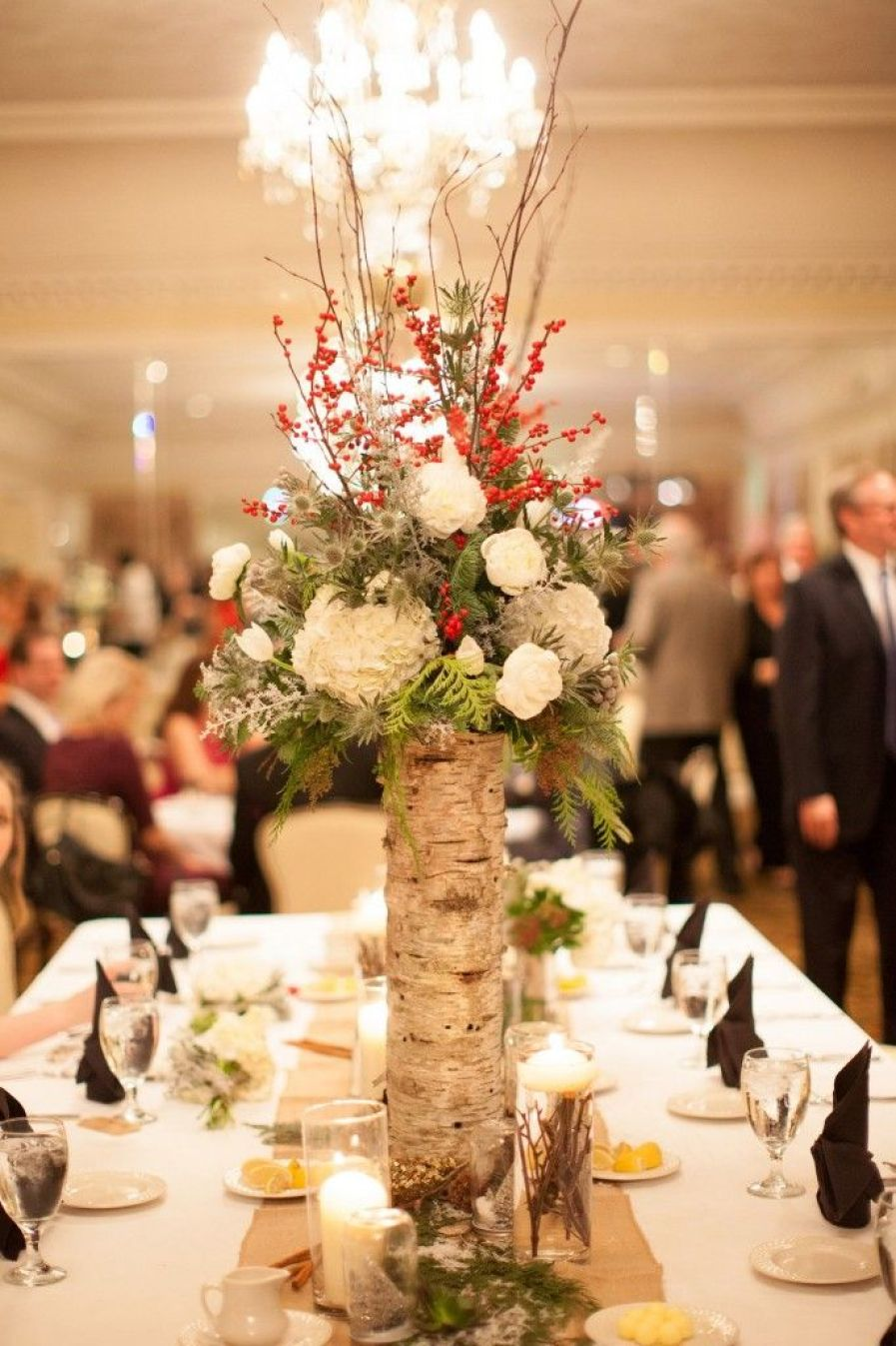 winter-white-flowers-and-red-wedding-centerpiece