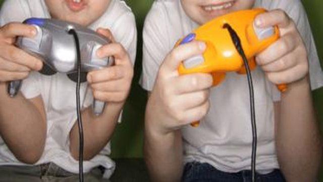 I bambini dovrebbero giocare ai videogame e guardare anime?