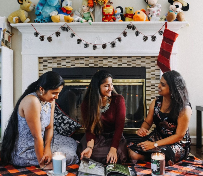Lifestyle blogger Surekha of Dreaming Loud celeberating freindsgiving with Chesapeake Bay Candles