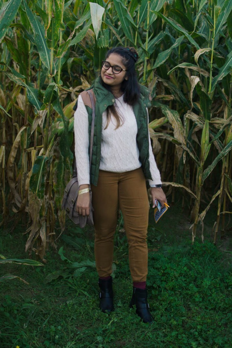 lifestyle blogger Surekha of Dreaming Loud sharing colorful and casual Thanksgiving outfit ideas