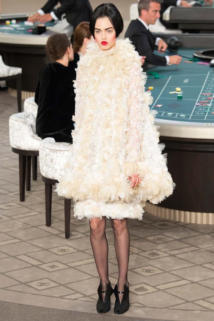 chanel-couture-fw15-runway-paris-look-53